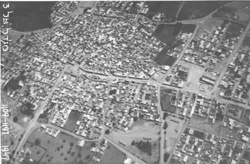 palmach squadron together with the technical department, almajdal (after 1948 was populated by israelis, today ashqelon), 1947