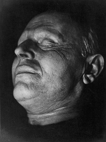 tim gidal, chaim nachman bialik, death mask, 1935, courtesy pia gidal