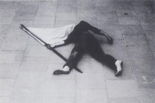 eftat natan, flag, 1974, photographed action, courtesy by the artist and rosenfeld gallery, documented by tamar getter