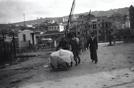 Palestinians on their way to the port to leave the city, the war of 1948�
