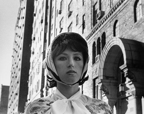 סינדי שרמן, ללא כותרת מס' 17, 1978, באדיבות האמנית וגלריה מטרו פיקצ'רס