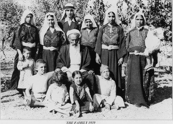 אלייה קהואג'יאן, דיוקן משפחתי, 1939, באדיבות אלייה פוטו