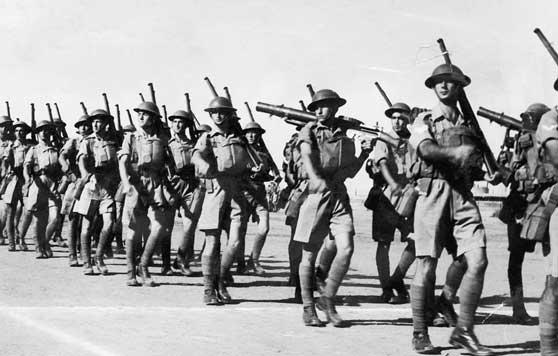לזר דונר, עצרת הגיוס-פלוגת חיילים עבריים עוברים בסך, 1941, ארכיון הצילום של קרן קימת לישראל