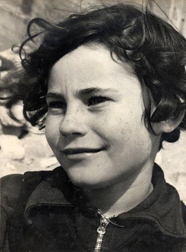 הלן מקובסקי (אורגל), דיוקן, 1942-1943 בקירוב, באדיבות משפחת הצלמת