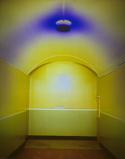 קתרין יאס, מסדרון, יובל, 1994, שקף, קופסת אור באדיבות גלריה אליסון ז'אק, לונדון