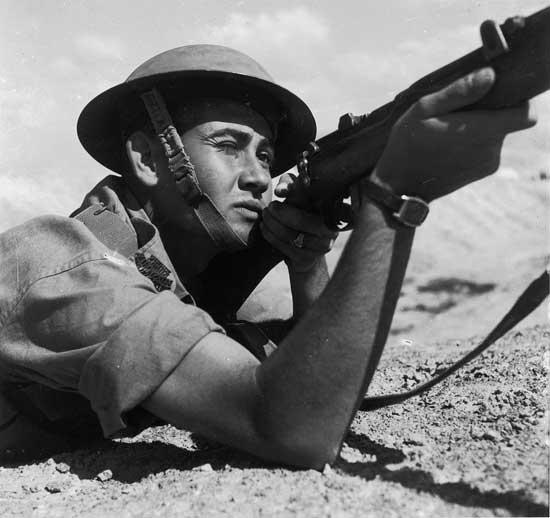 זולטן קלוגר, חייל עברי, 1945, ארכיון הצילום של קרן קימת לישראל