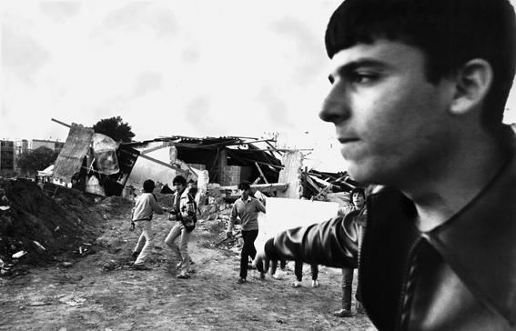 ענת סרגוסטי, הפגנה בכפר שלם בתל–אביב נגד הריסת בית, שמעון יהושע נהרג בידי המשטרה, דצמבר 198