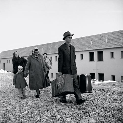 דויד חריס,  עולים ממזרח אירופה, קריית יובל, ירושלים, 1959 , באדיבות משפחת הצלם