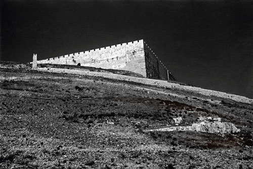חנה דגני, חומת העיר העתיקה, פינה דומית מזרחית, 1938, באדיבות הצלמת
