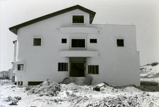 גלעד אופיר, מתוך הסידרה חומות קיקלופיות, באדיבות הצלם וגלריה גורדון